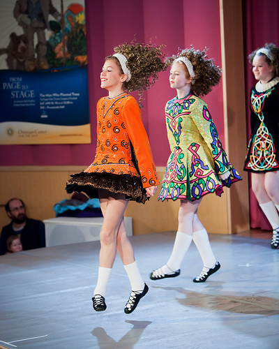 Av John Benson (Flickr: Trinity Academy of Irish Dance) [CC BY 2.0 (http://creativecommons.org/licenses/by/2.0)], via Wikimedia Commons
